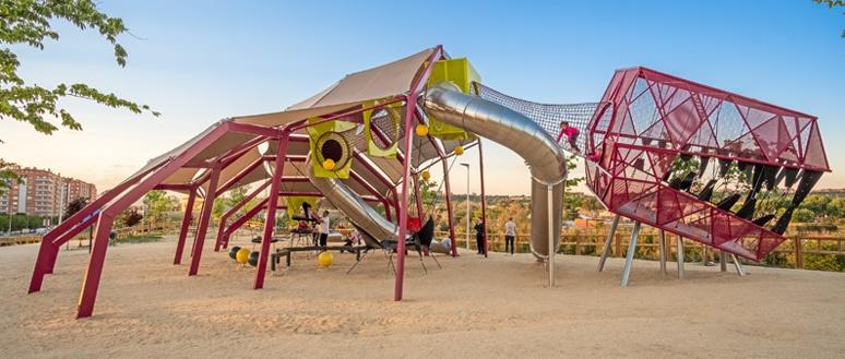 Creative Metal Playground Design